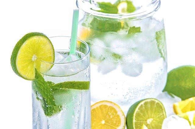citrony ve vodě