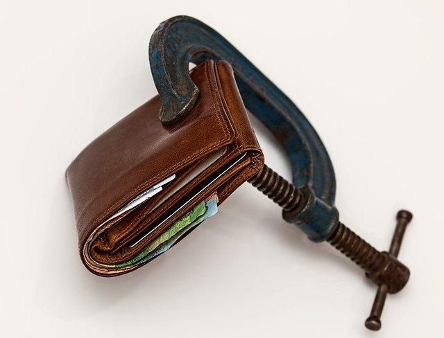 nedostatek financí