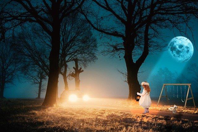 noc – dívka + jedoucí auto