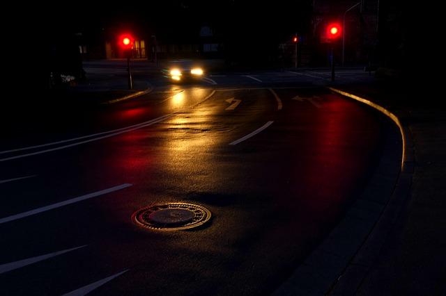 silnice v noci