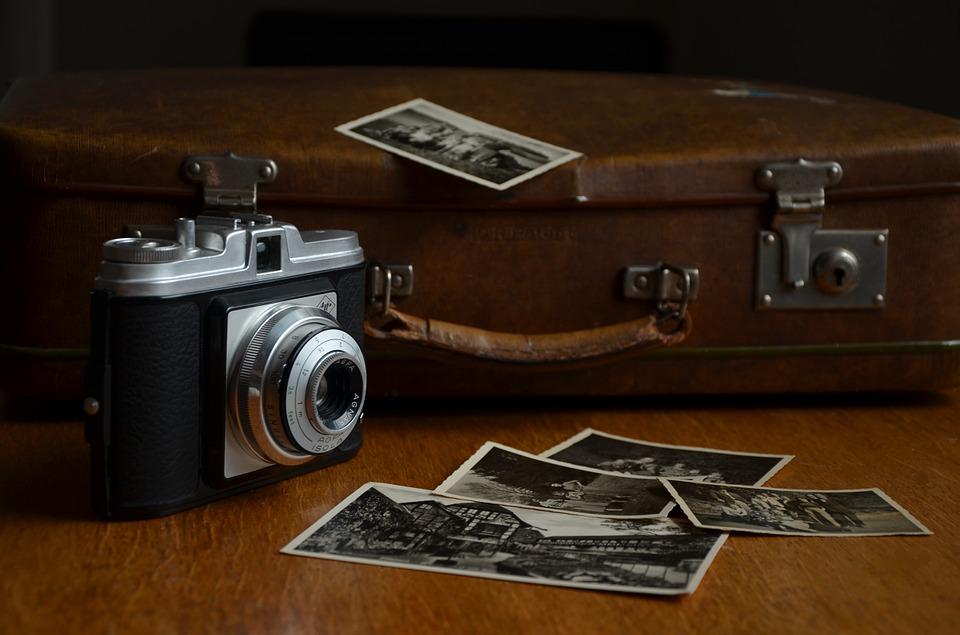 staré fotky na stole
